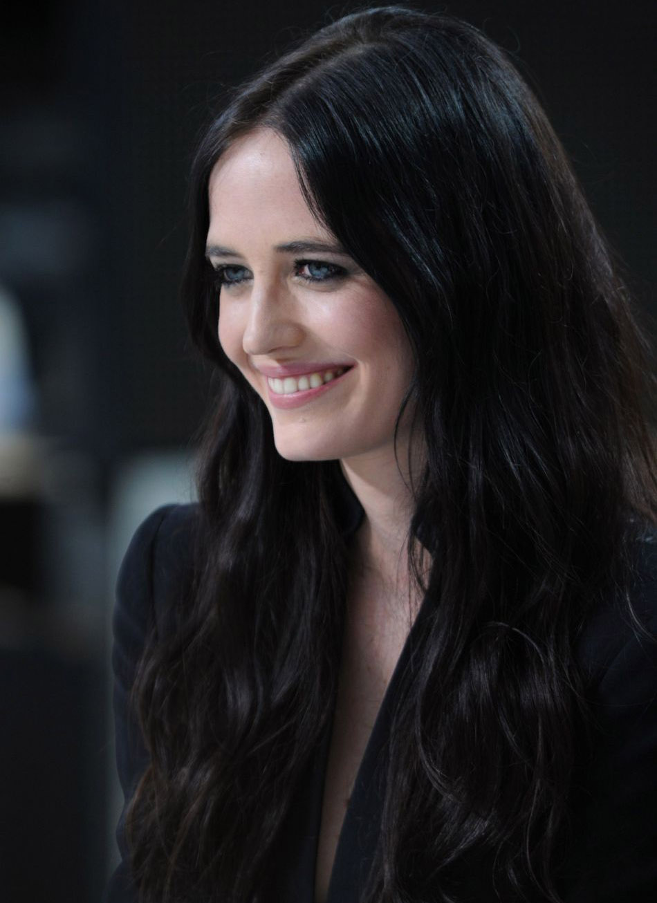 Fantastic Eva Green Beautiful Smile Face And Cute Look Pose Mobile Free Background Download Images Hd