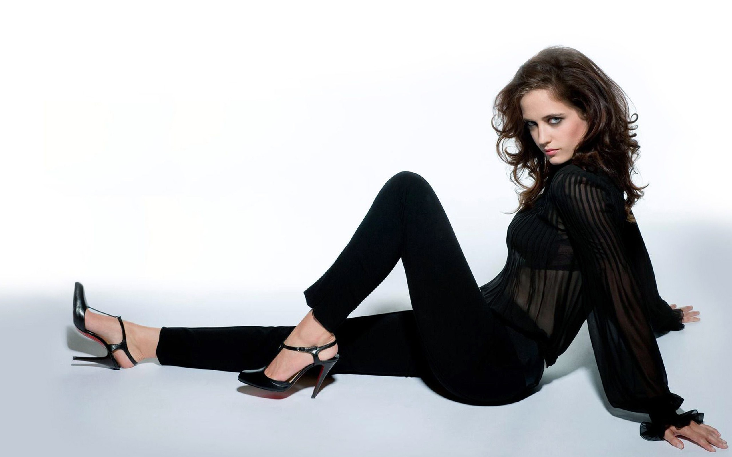 Hd Eva Green Lovely Pose Still And Attractive Eye Free Download Laptop Pictures