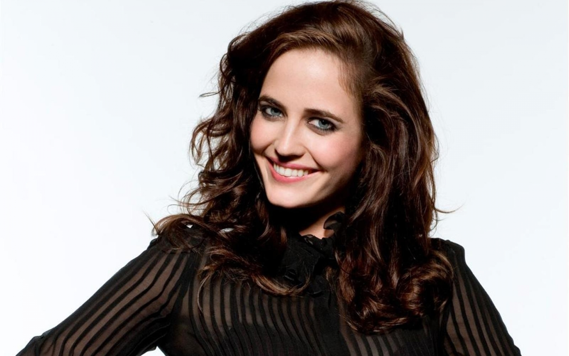 wonderful eva green beauty smile face look pose free mobile background hd desktop pictures