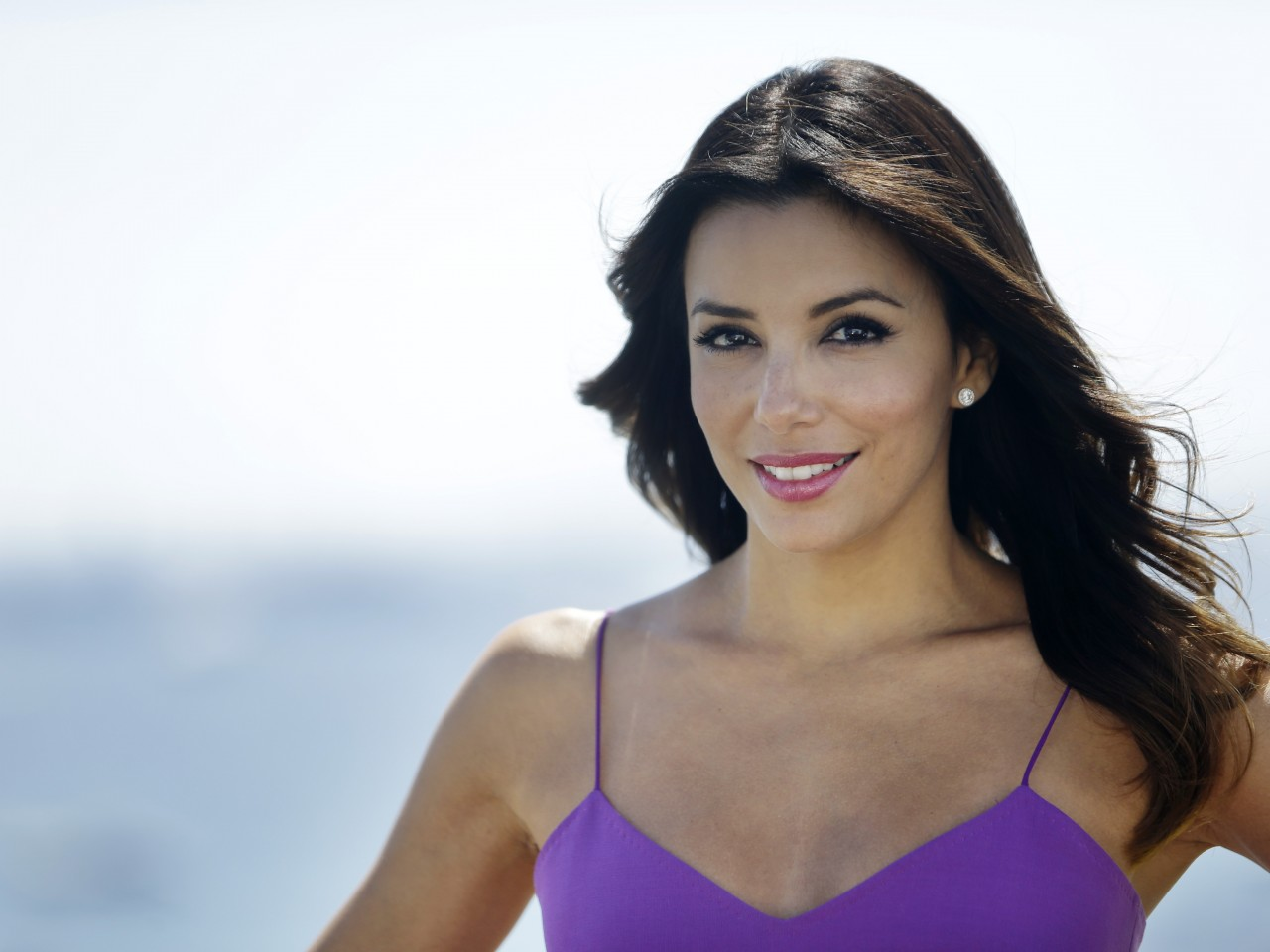 Amazing Eva Longoria Beautiful Smile Face And Tree Leaf In Hands With Background Tree Free Hd Desktop Mobile Wallpaper
