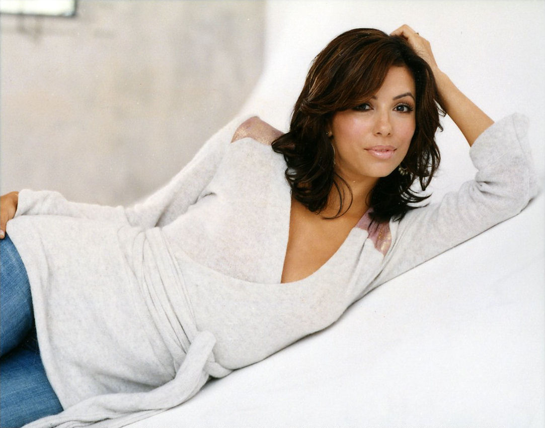 Free Eva Longoria Stunning Bed Room Look Laptop Download Photo Hd