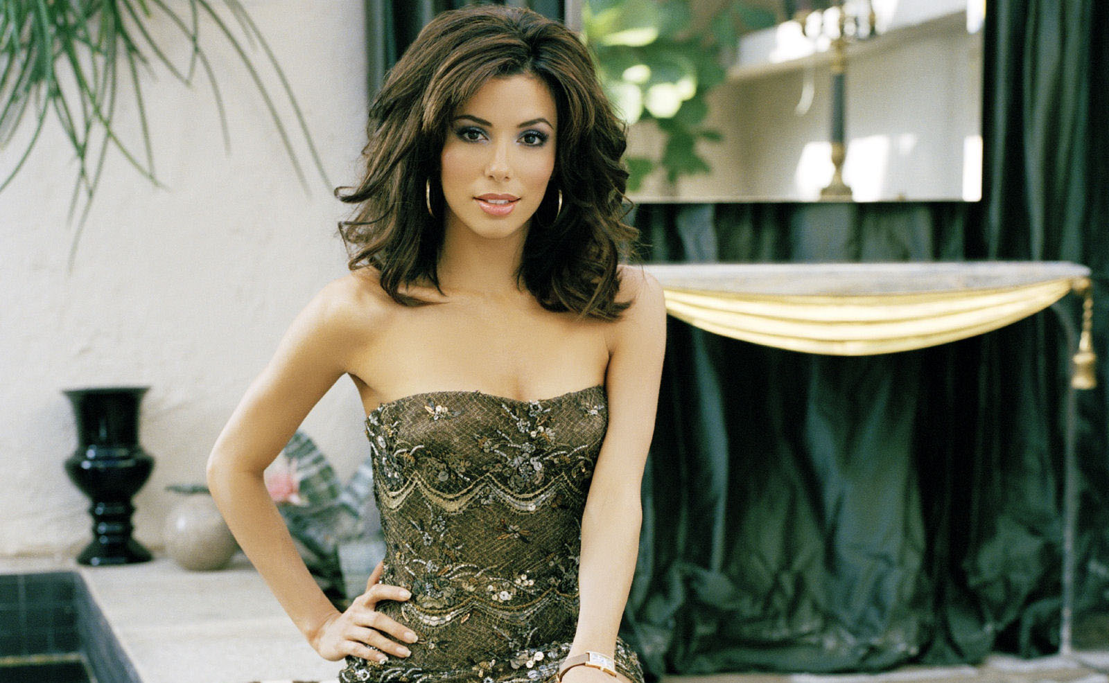Nice Eva Longoria Romantic And Stylish Face Look With Hot Background Free Desktop Hd Mobile Wallpaper