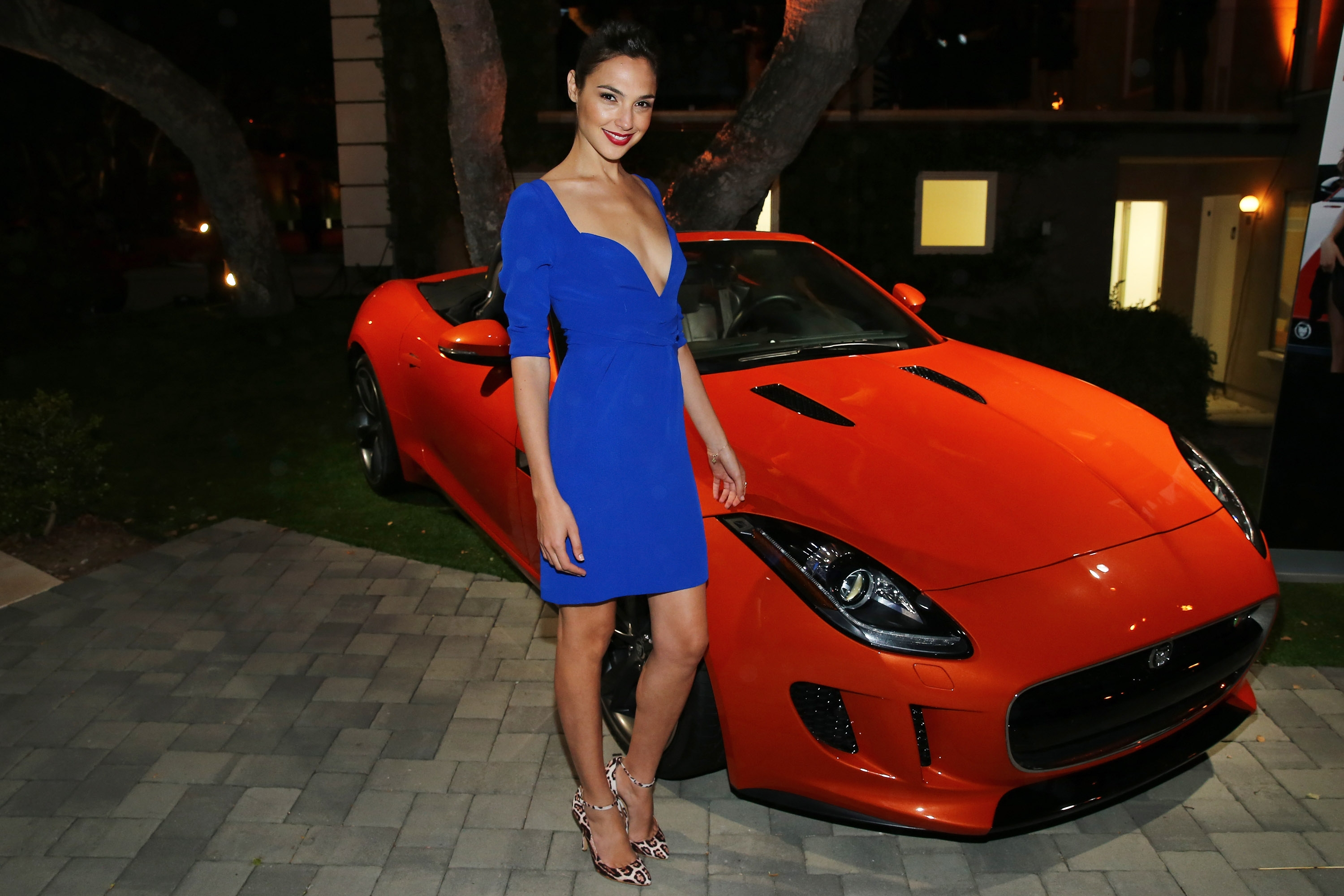 Amazing Gal Gadot Fantastic Stylish Pose With Car Still Background Hd Mobile Free Desktop Wallpaper