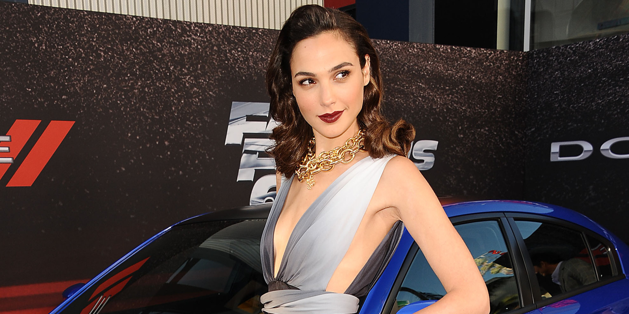 Amazing Gal Gadot Romantic Stylish Pose With Car Hd Background Desktop Mobile Free Images