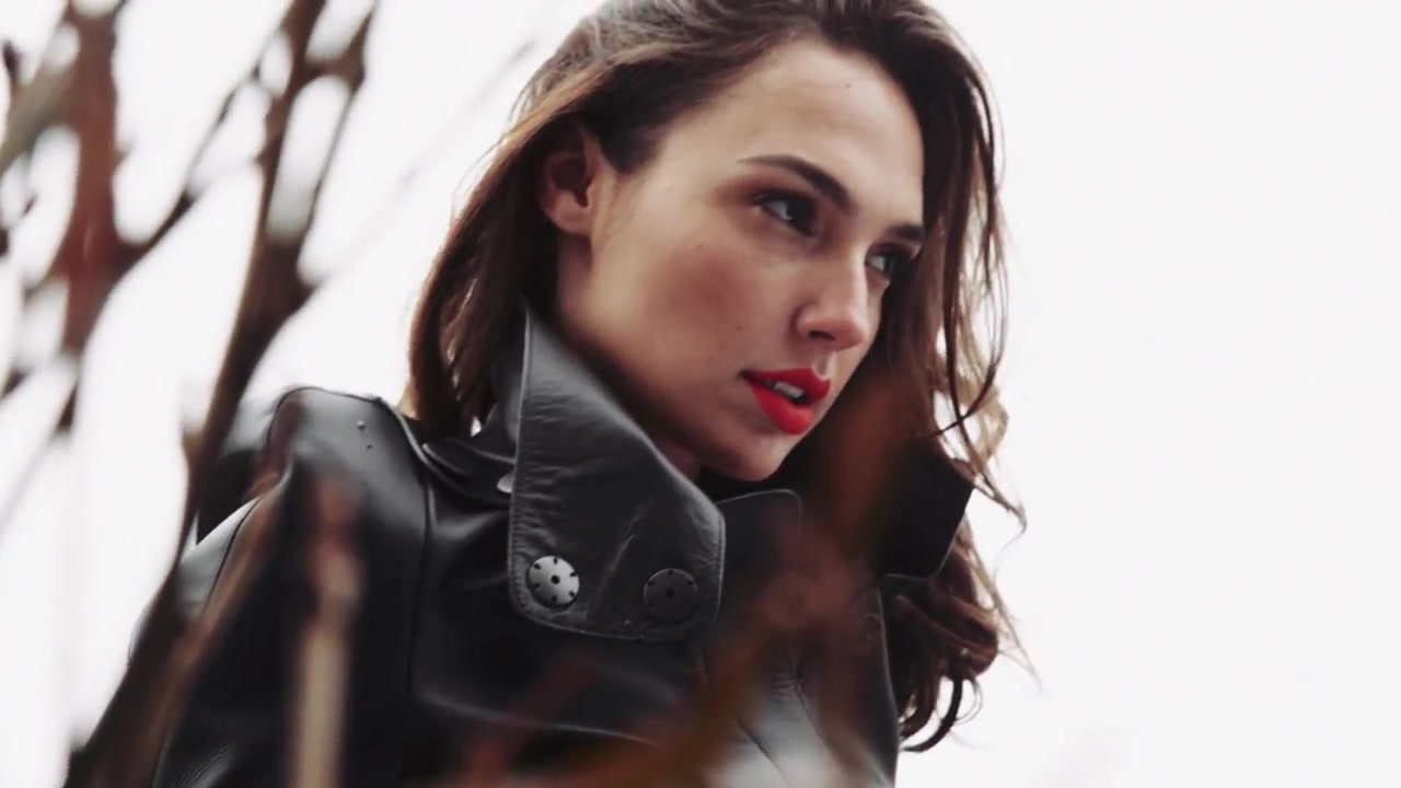 Download Gal Gadot Nice Face Look Pose Background Mobile Free Hd Images