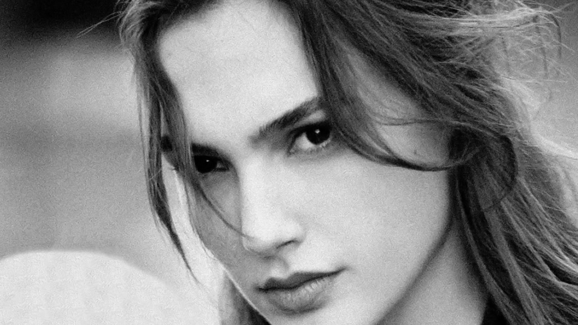 romantic gal gadot cute eye pose mobile background download hd images