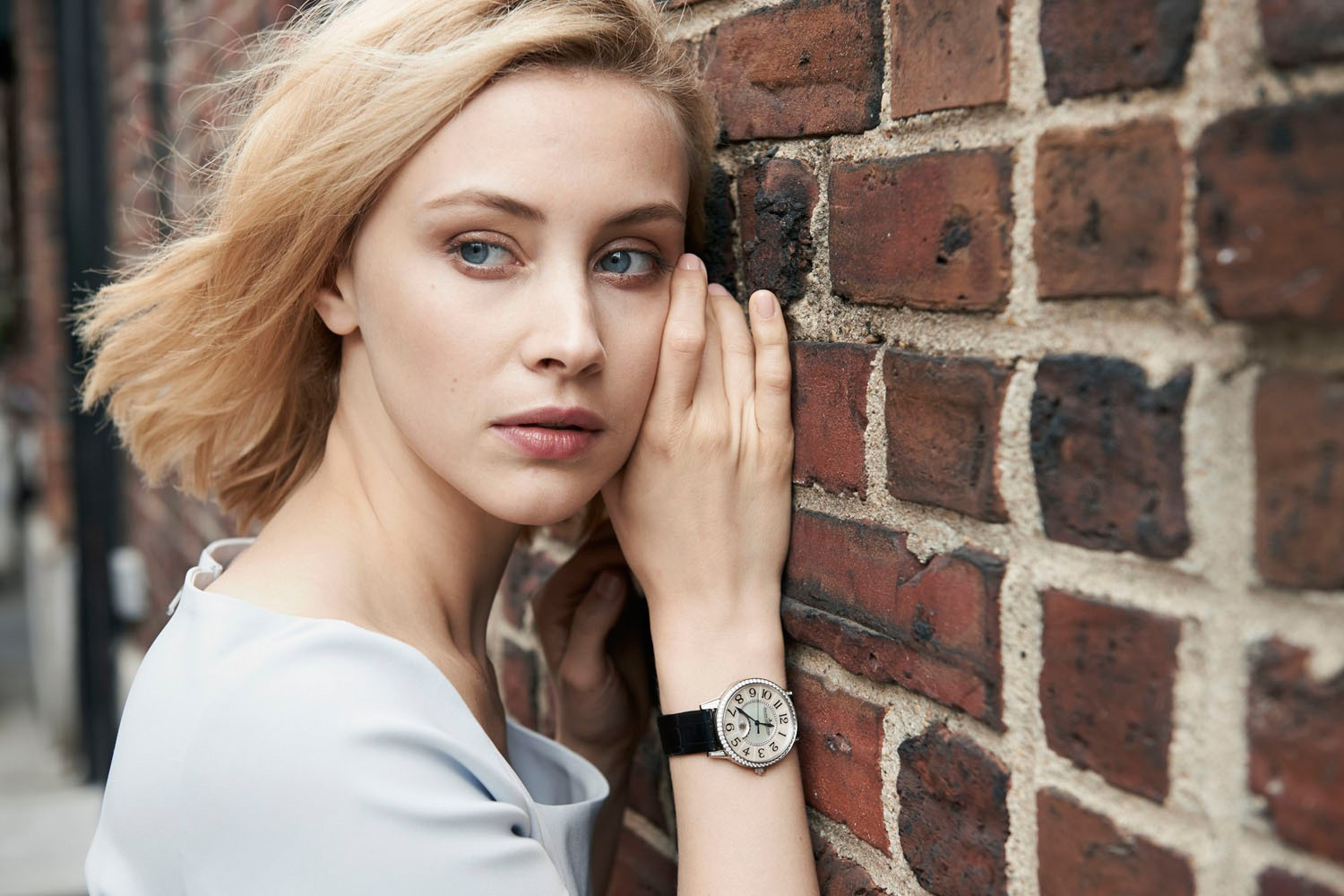 canadian actress sarah gadon sad photos free download