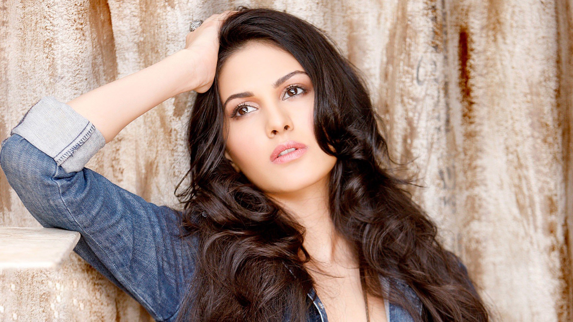 hot beautiful amyra dastur new style photo image download