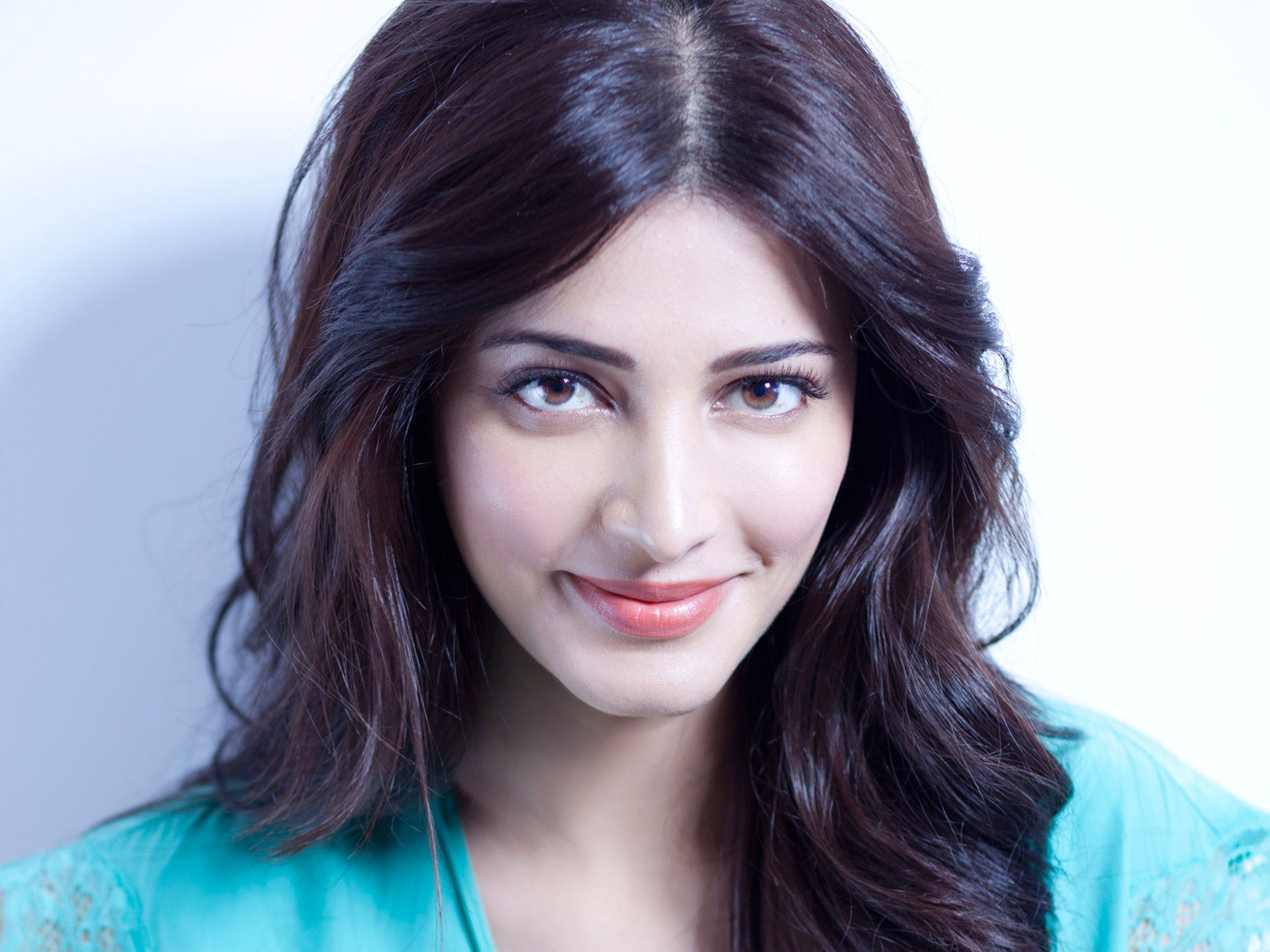 Shruti Hassan Hd Images And Wallpaper Picture Images