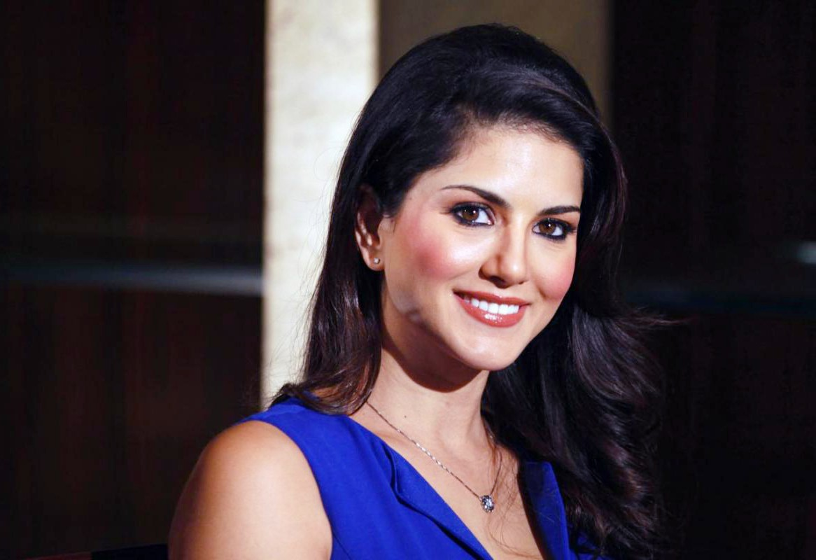 smile pic sunny leone images pictures photos