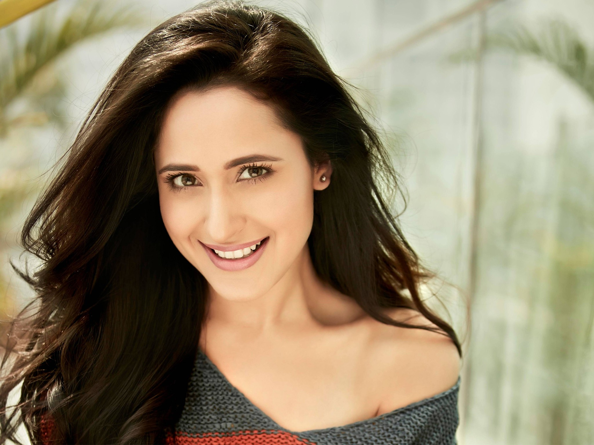 smile pragya jaiswal hd views download picture images and photos