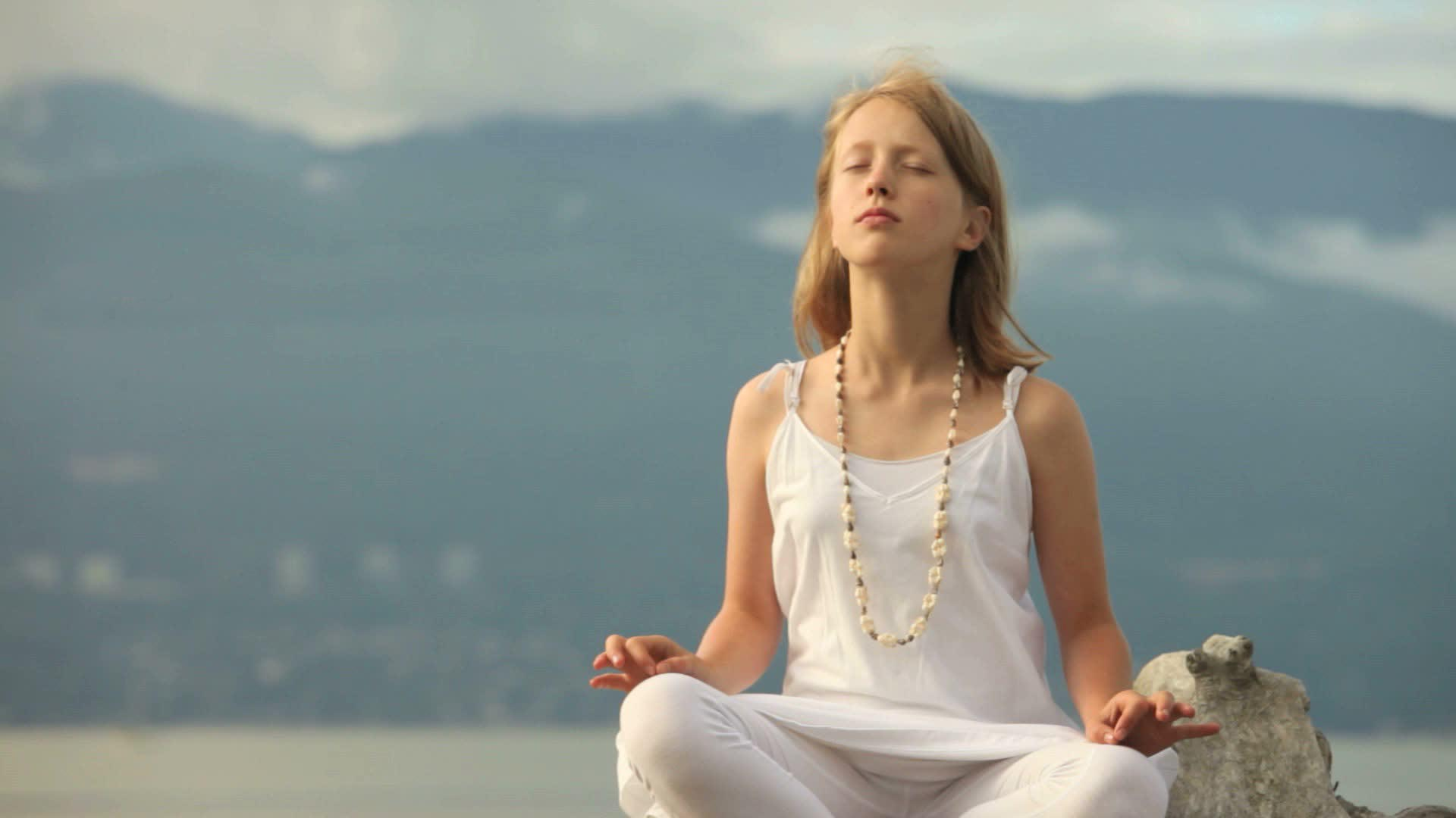 Young Girl Meditating And Yoga For Mindrelax Images Photos Download