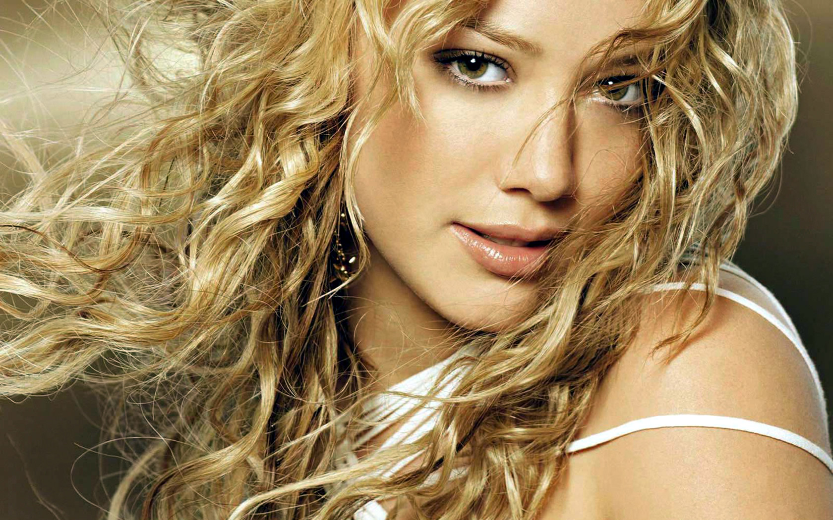 amazing hilary duff cute attractive eye look pose free background mobile hd desktop wallpaper