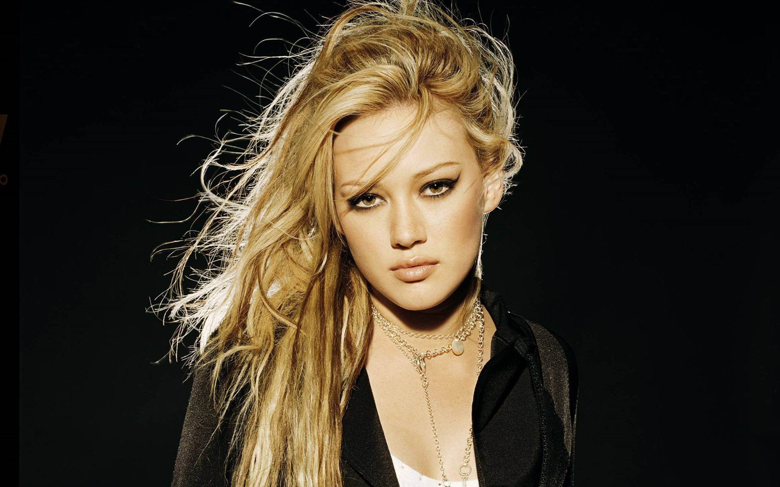 hilary duff amazing hair style with beauty face look pose desktop mobile background images hd free