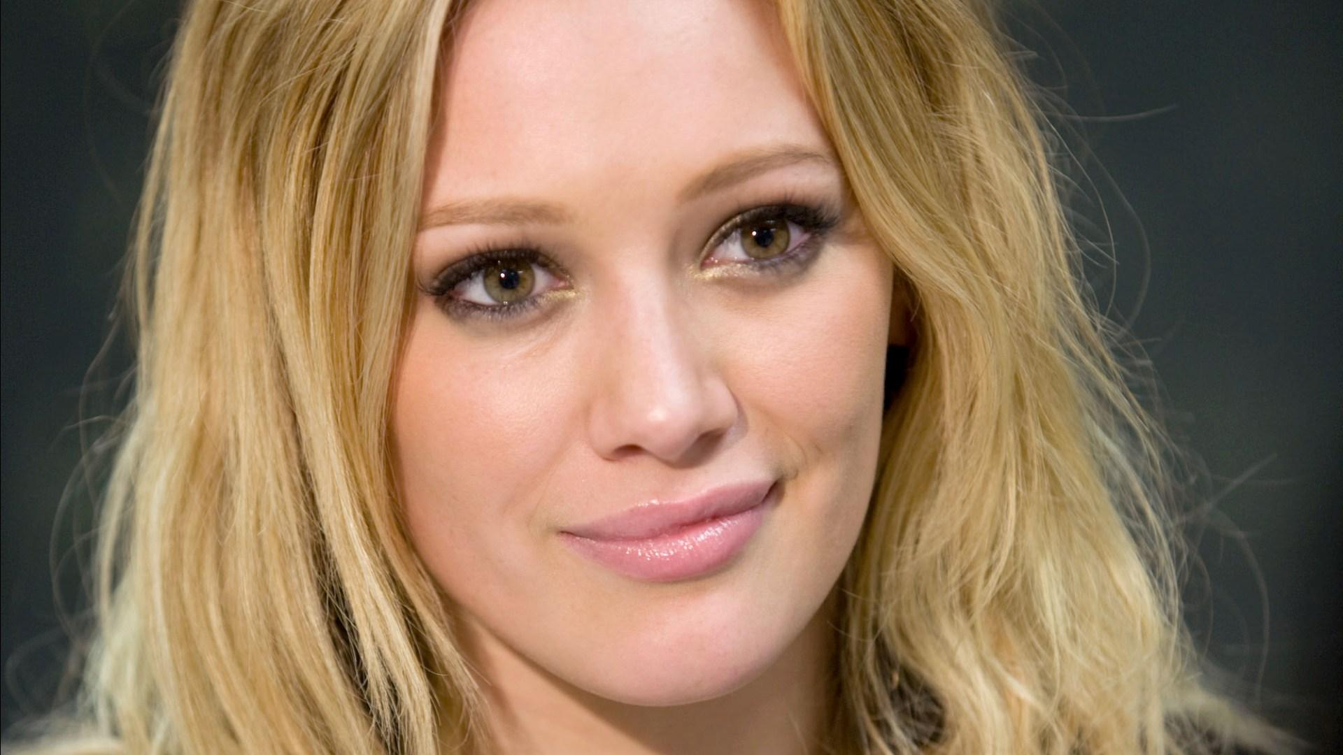 Lovely Hilary Duff Cute Smile Face Look With Hair Style Still Desktop Background Laptop Pictures Hd Free