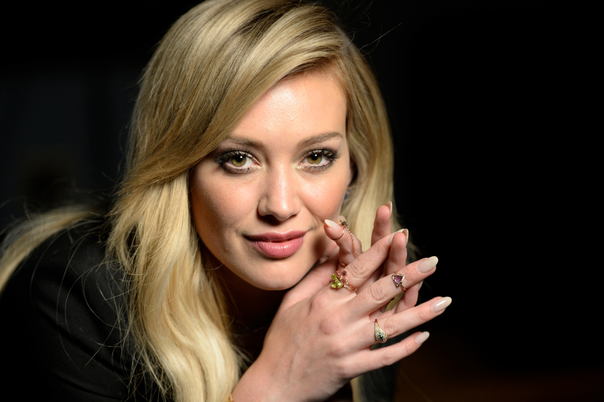 nice hilary duff stunning beauty pose hd mobile desktop free background photo