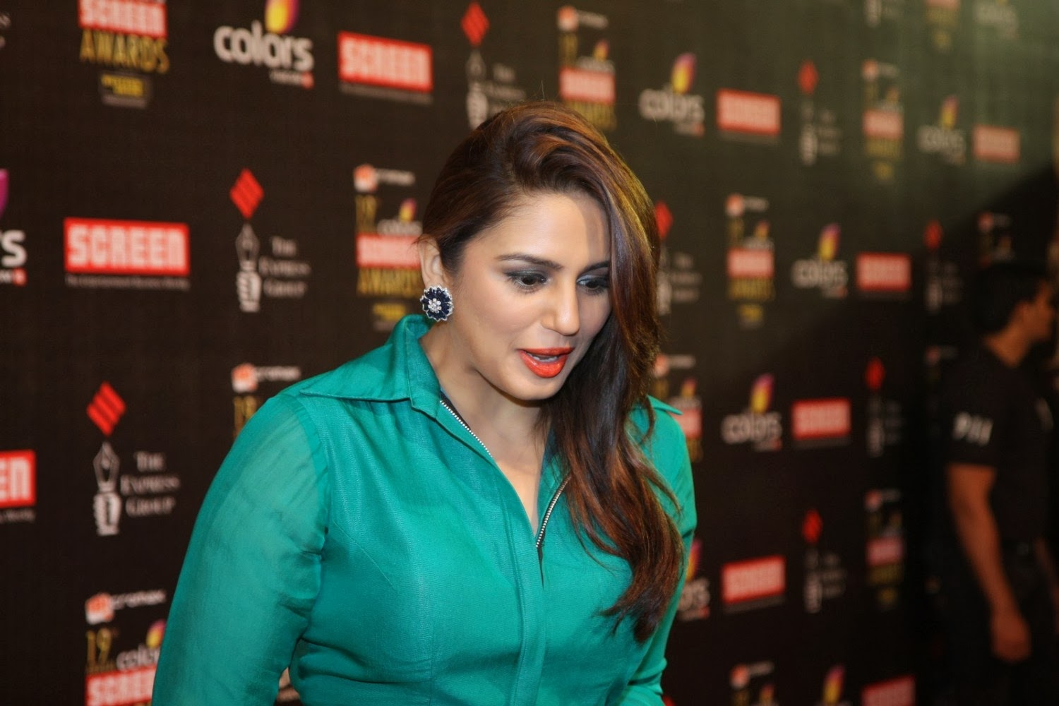 beautiful actross huma qureshi smile picture