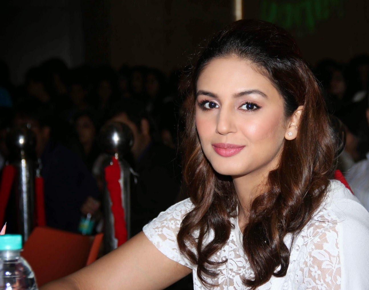 huma qureshi cute smile pic