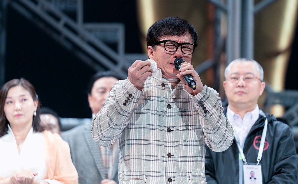 Actor Jackie Chan Cries At The Premiere Of Musical Hd Mobile Desktop Photos