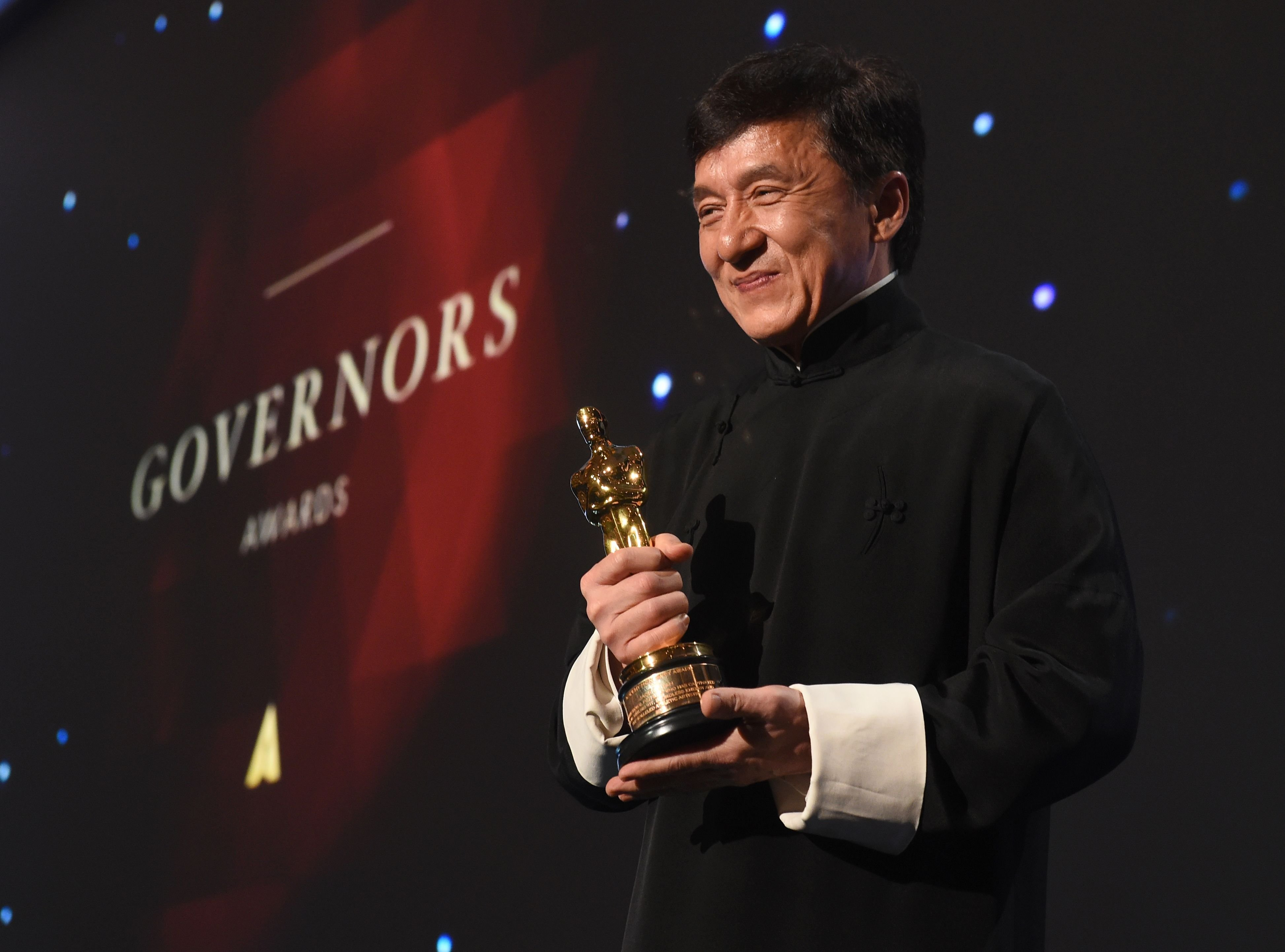 jackie chan poses with his honorary oscar award mobile desktop photos hd
