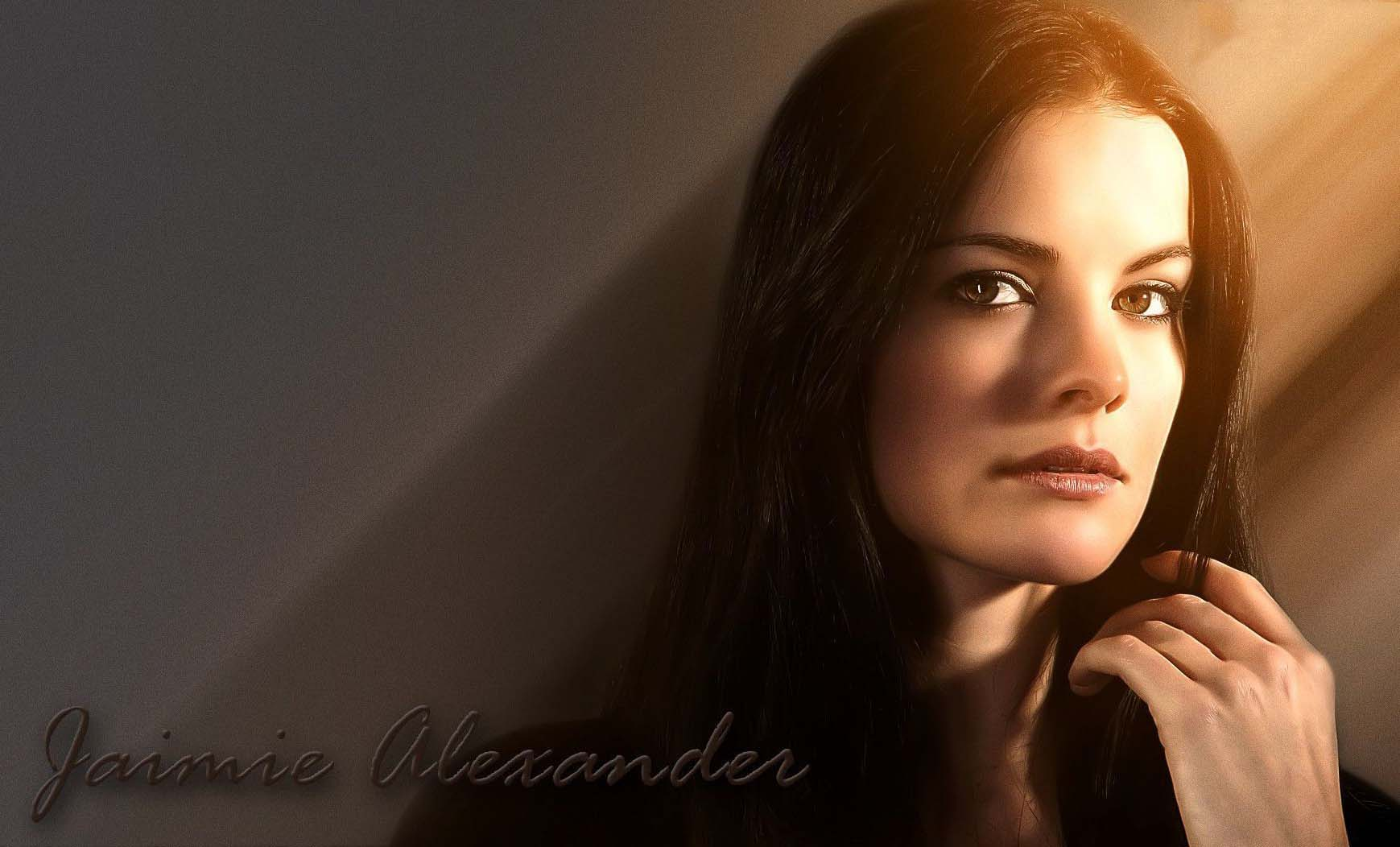 Free High Definition Elegant Jaimie Alexander Pictures Download