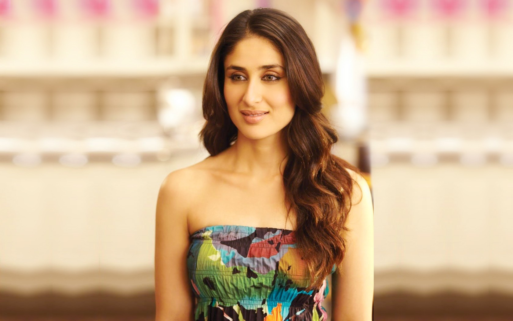 smiling face kareena kapoor hd wallpapers