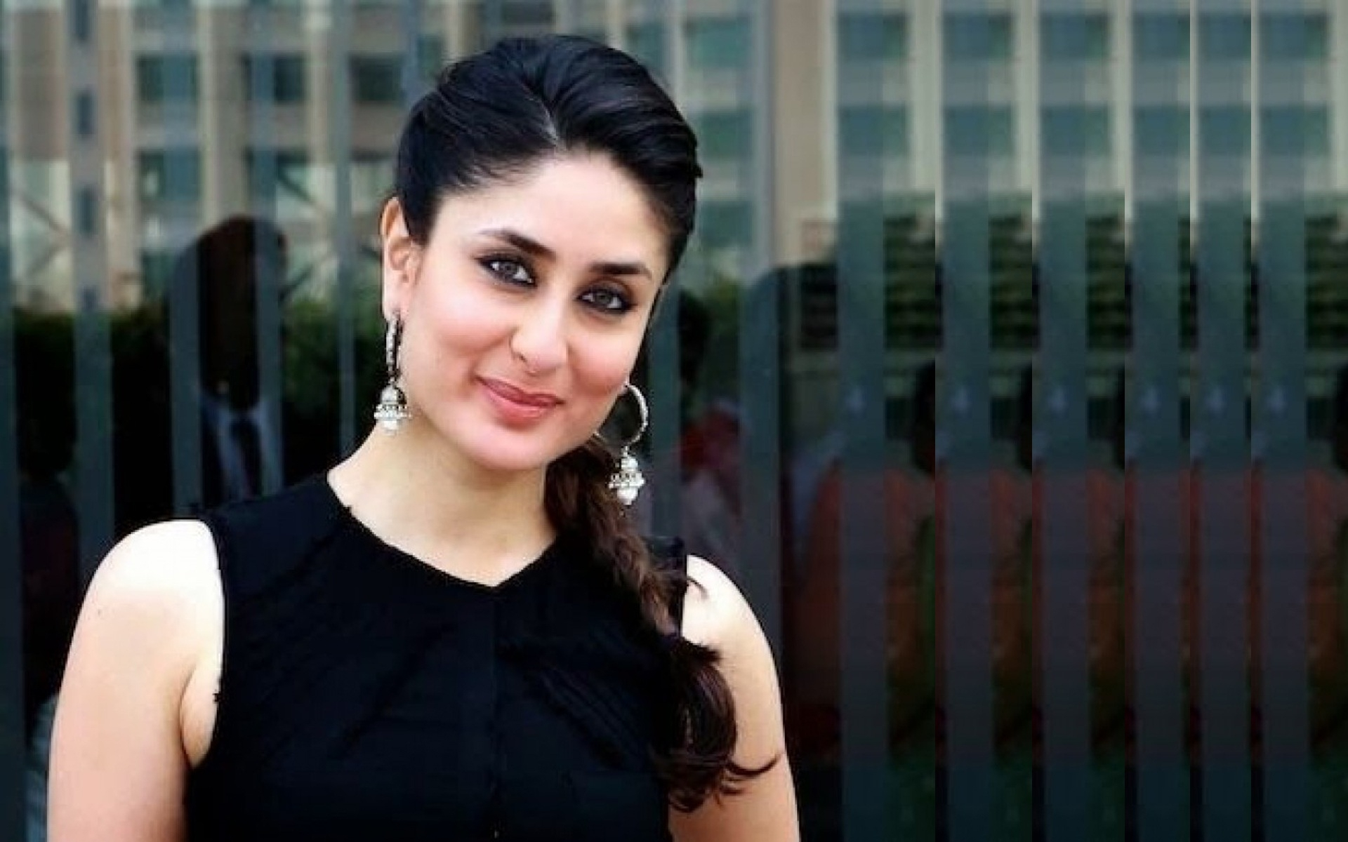 stylish kareena kapoor new wallpaper