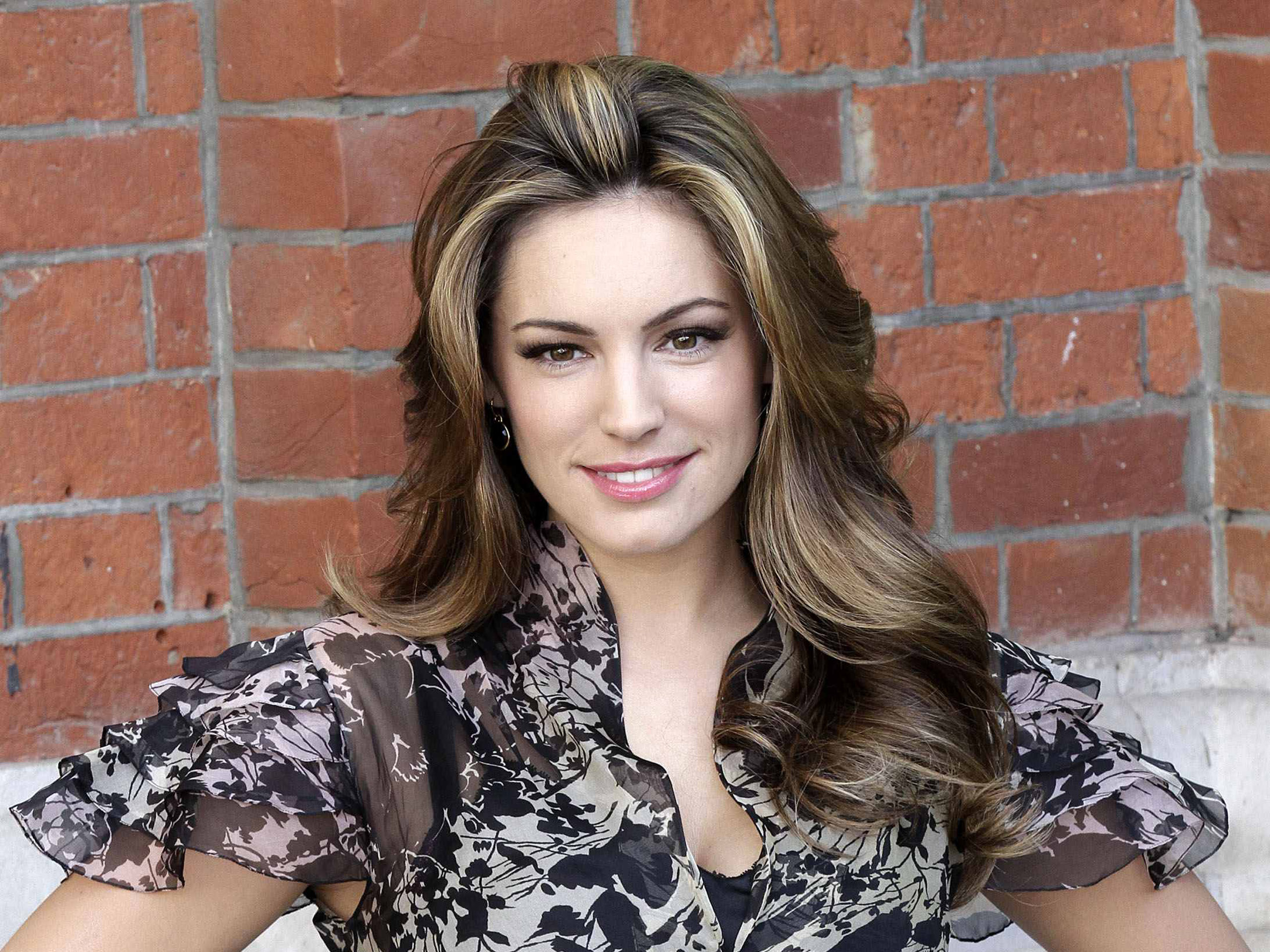 charming widescreen kelly brook themes