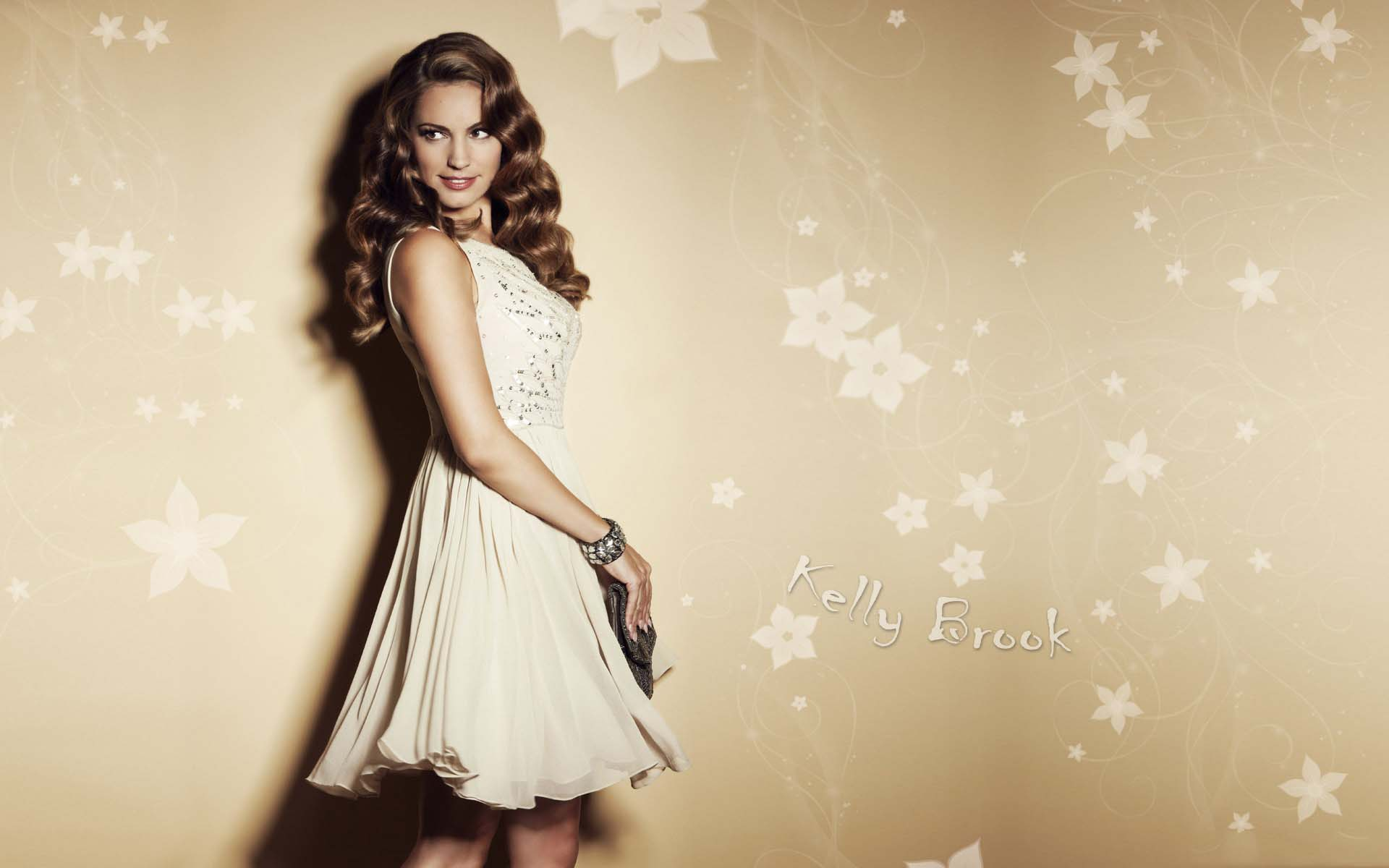 Free Mind Blowing Kelly Brook Themes For Mobile