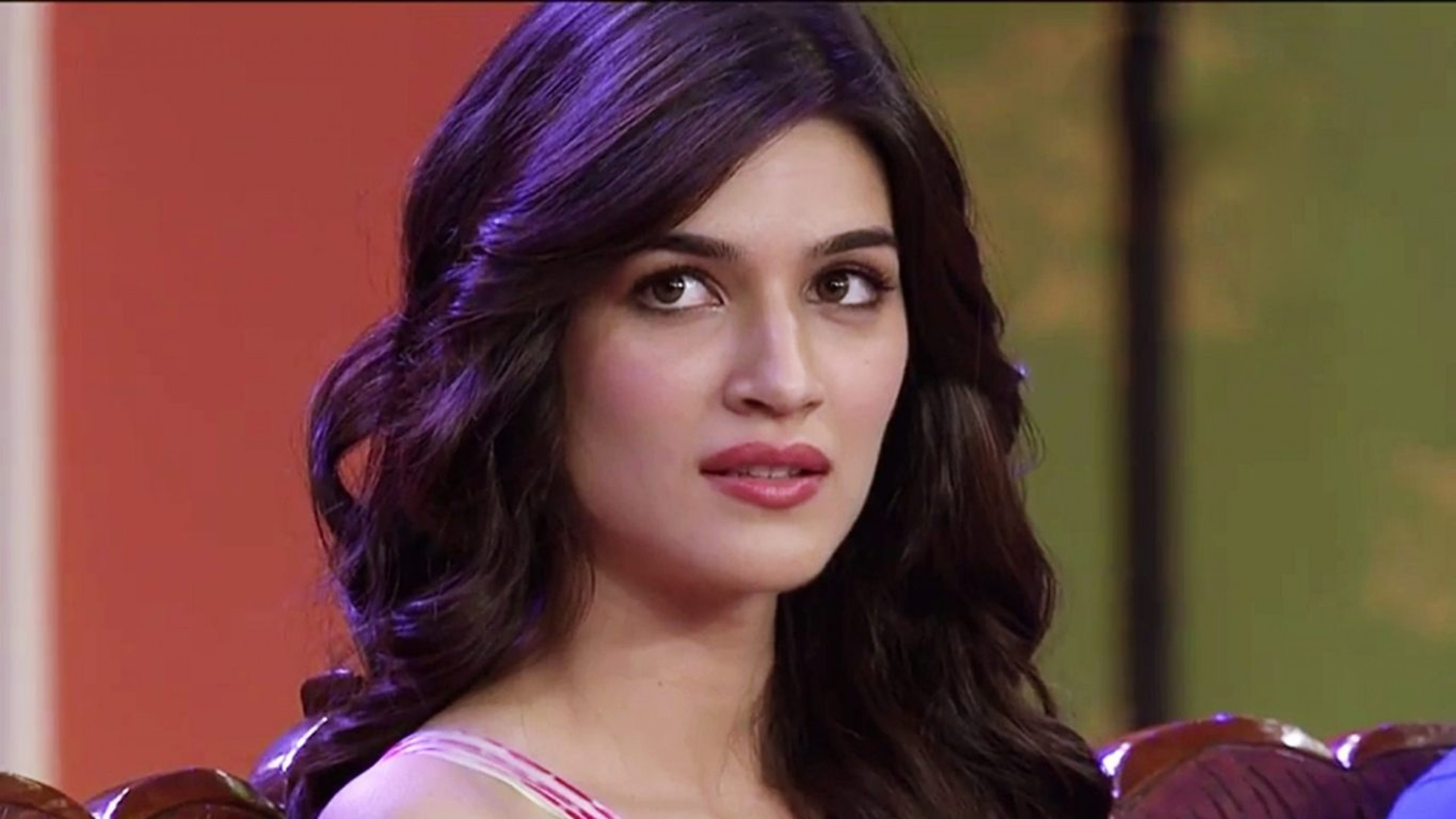 fantastic kriti sanon sweety look download mobile background hd photos free