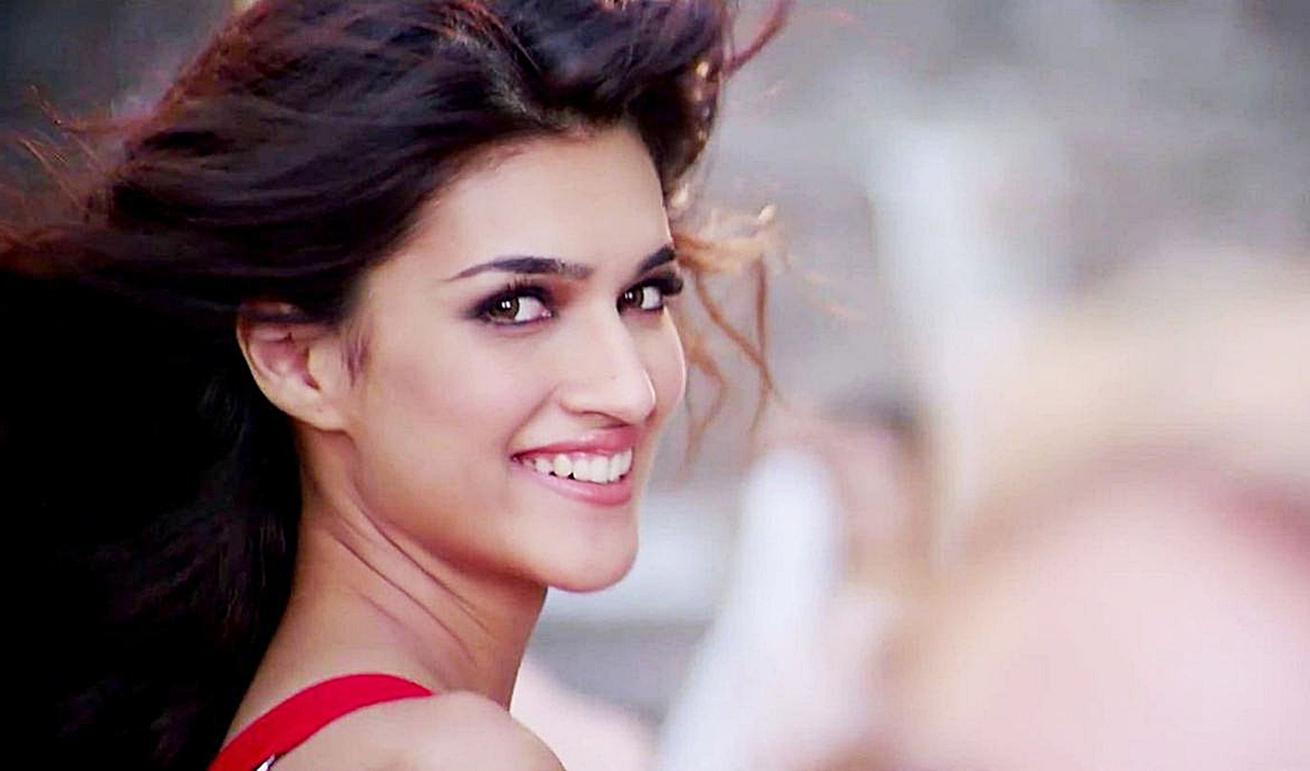 smiling kriti sanon face look mobile background hd photos free desktop