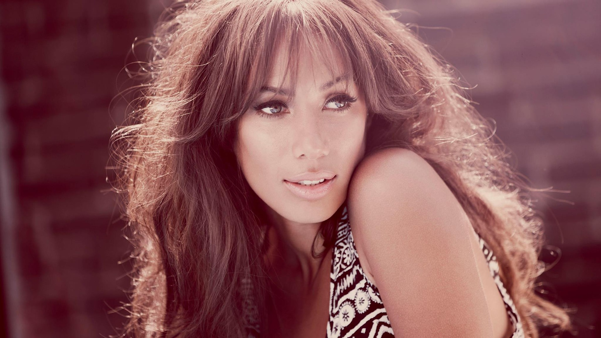 awesome leona lewis pics for smart phone