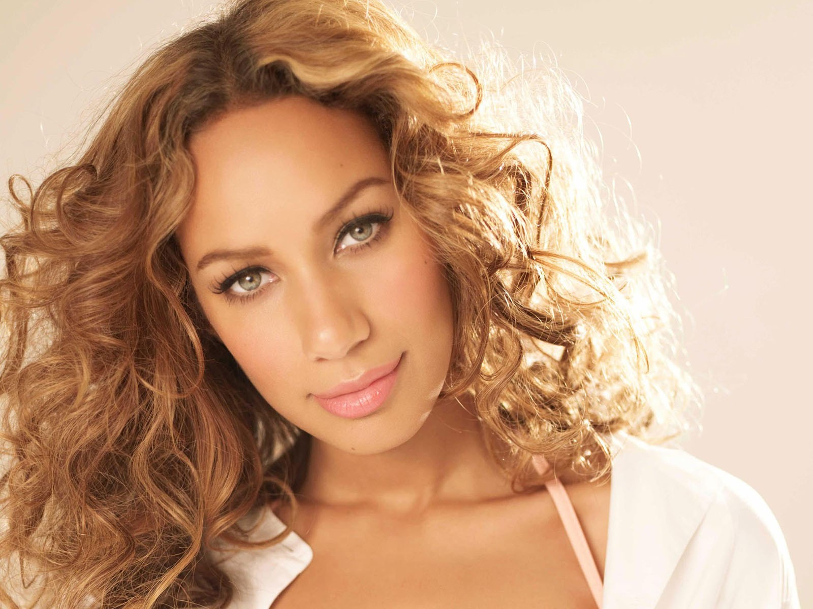 Hd Dazzling Picture Leona Lewis Download