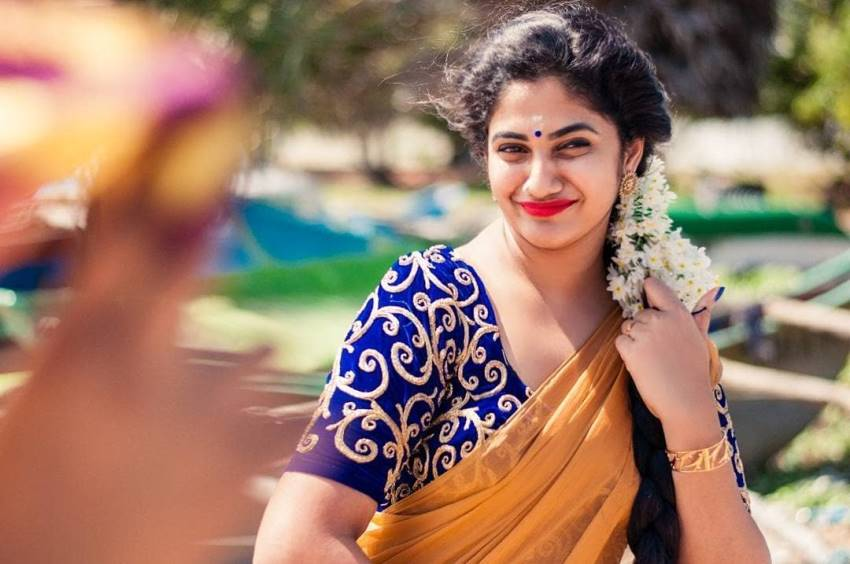 losliya smile image hd download