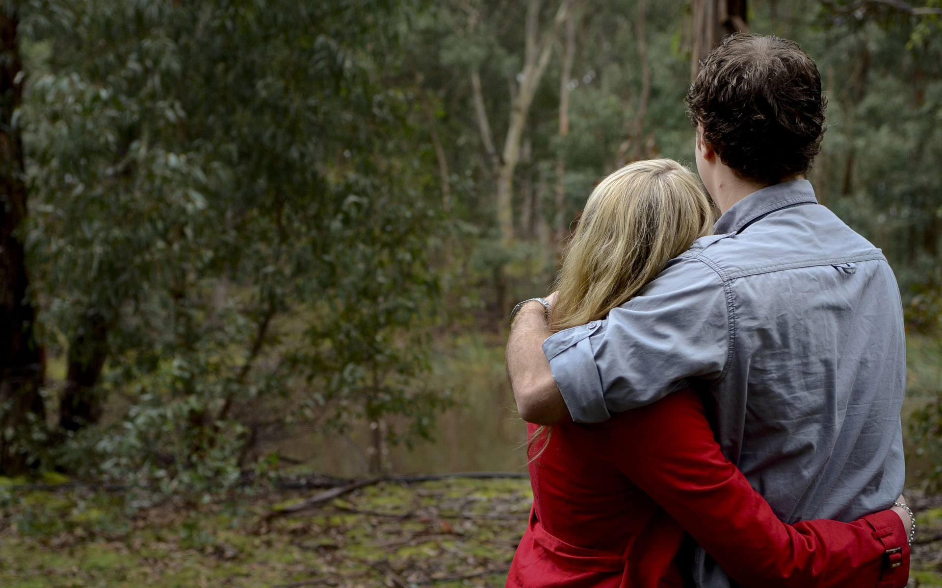 Love hug pic - Couple wallpaper download ...