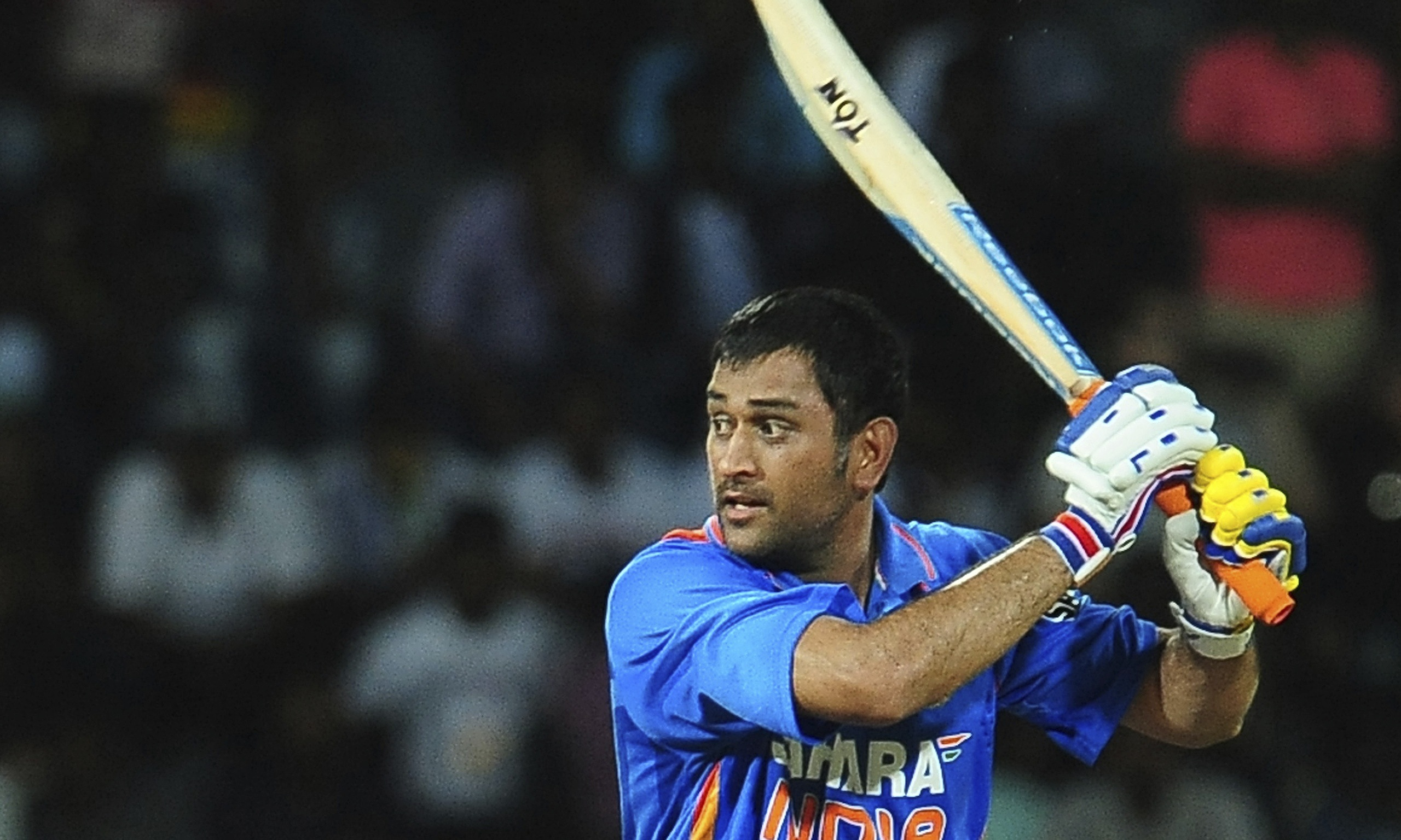 beautiful mahender singh dhoni playing one day in ground background desktop mobile free pics hd
