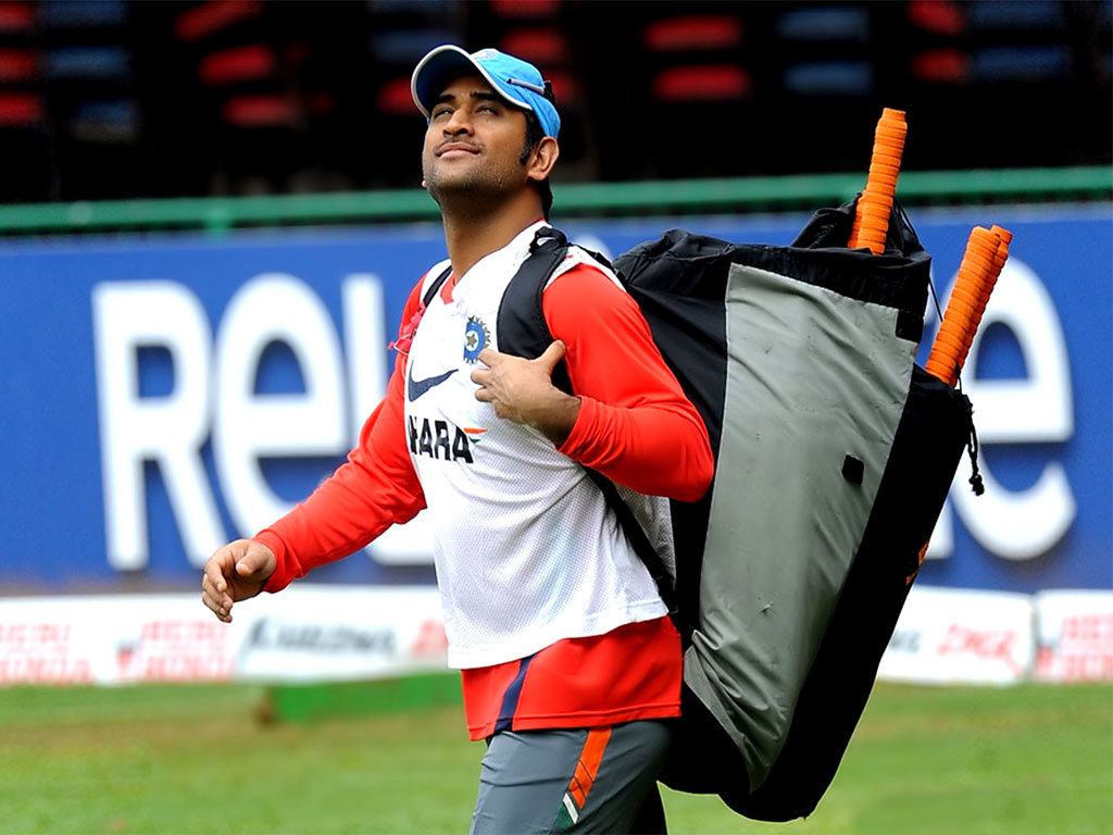 Dhoni Thala Practicse In Ground With Kits Pose Background Free Computer Download Wallpaper Hd