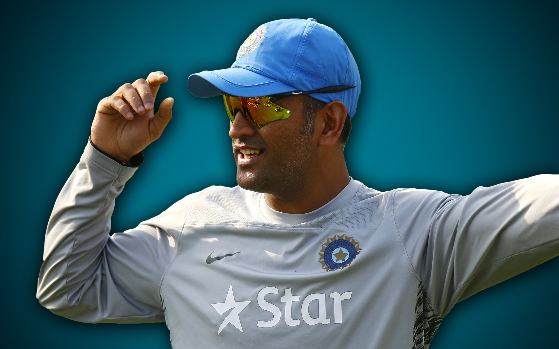 thala dhoni giving instruction to team members with cap still laptop background download free photo hd
