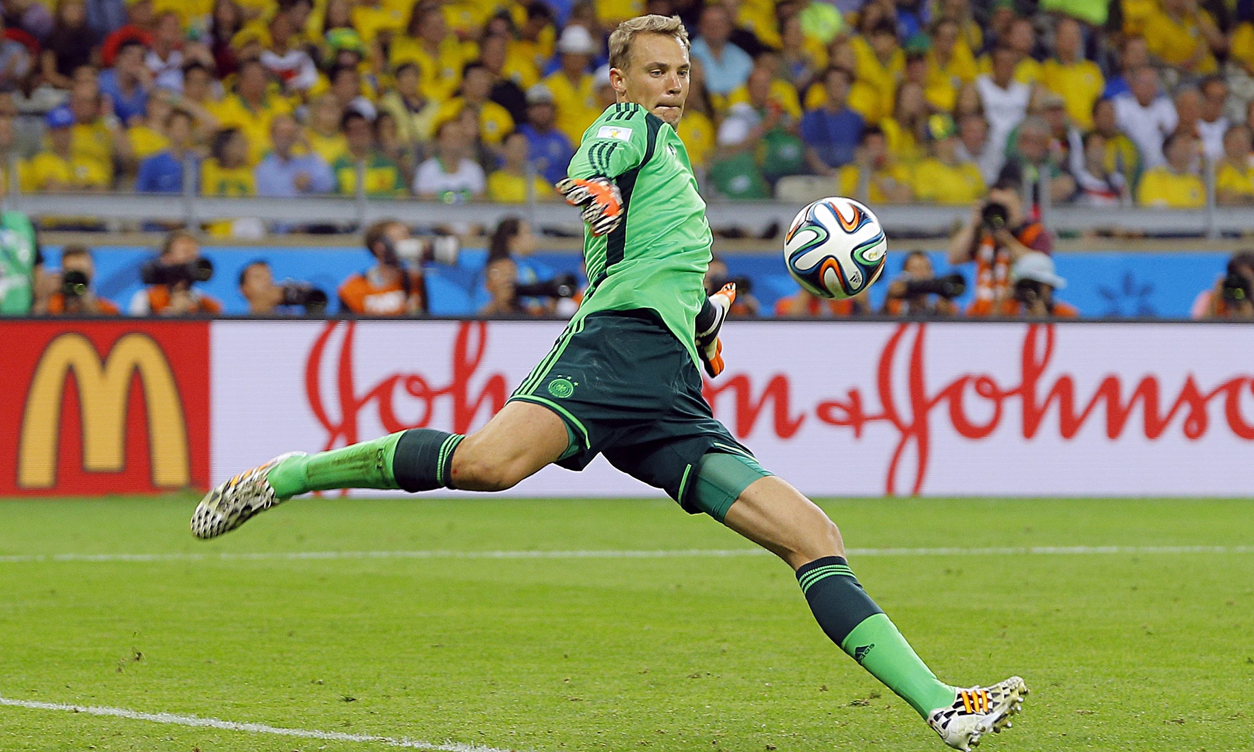 Manuel Neuer Kick Ball Wallpapers HQ