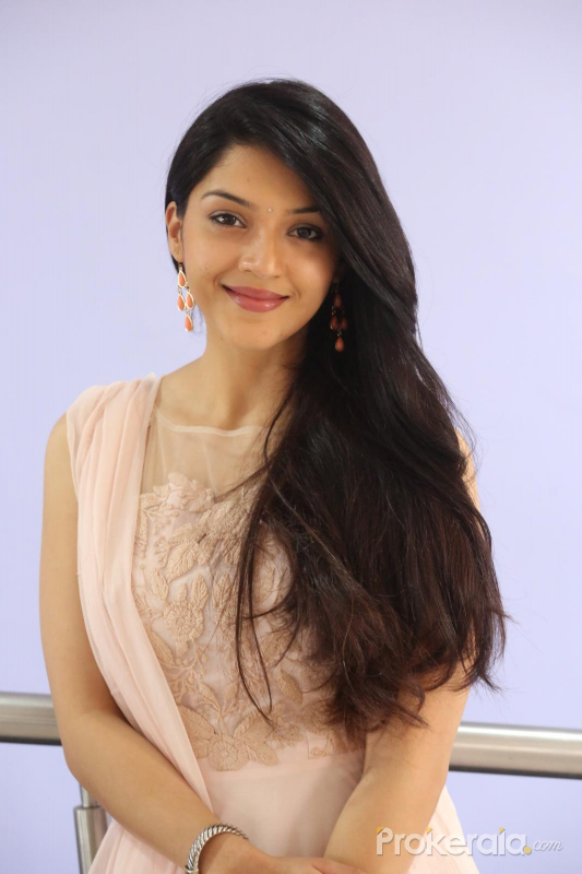 mehreen kaur pirzada cute smile images