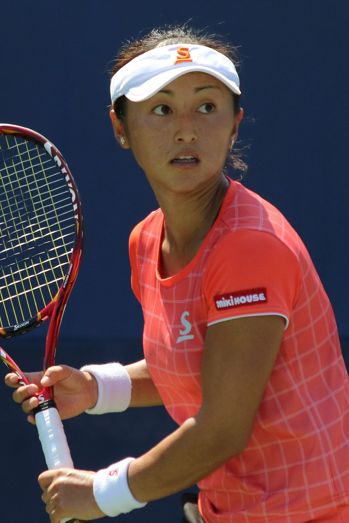 Cute Misaki Doi Playing Game Hd Mobile Background Download Photos