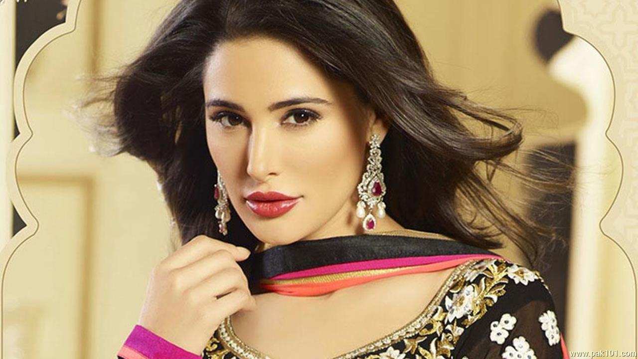 desktop wallpaper nargis fakhri free download pics