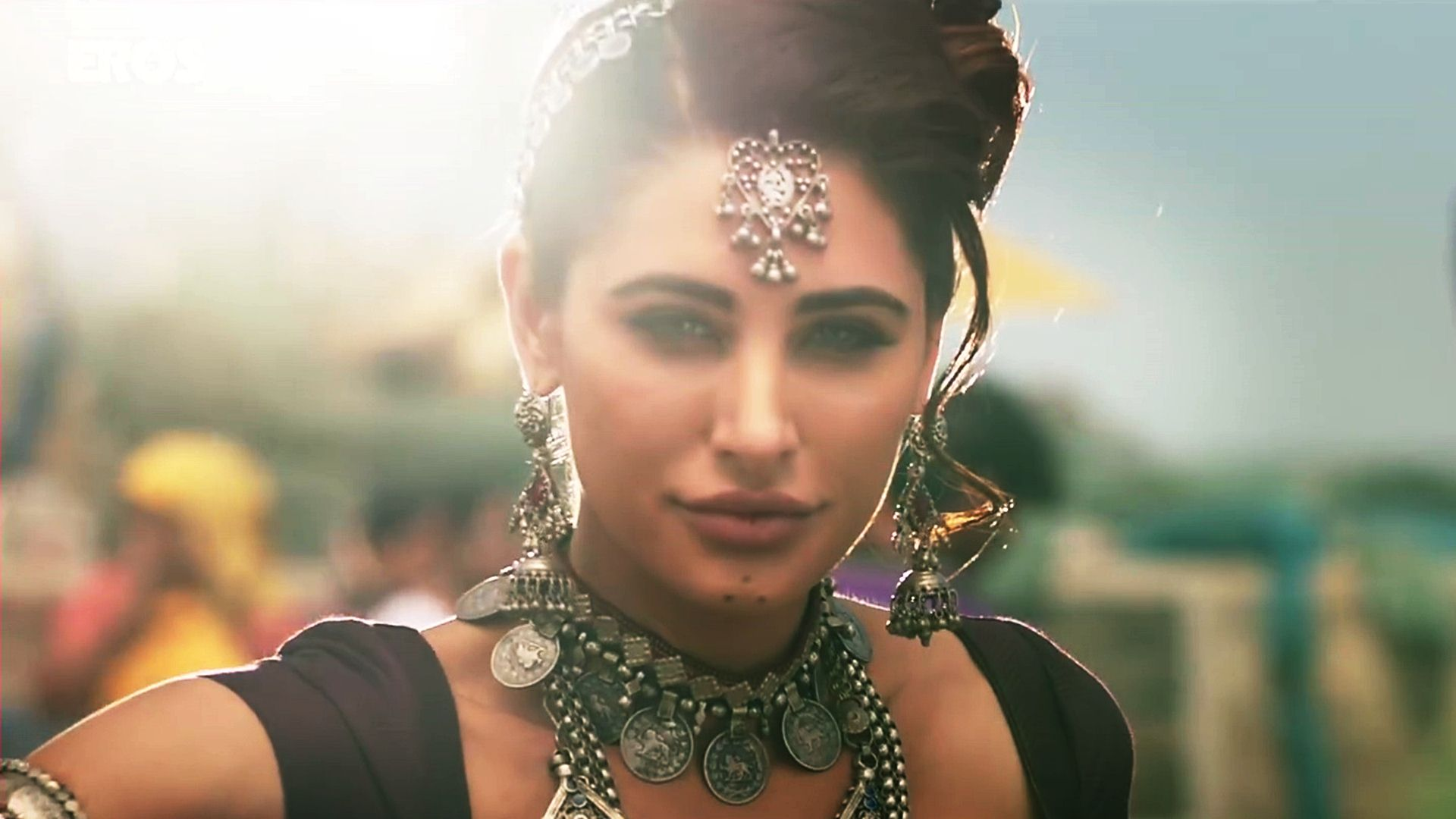heroine nargis fakhri pretty images for mobile