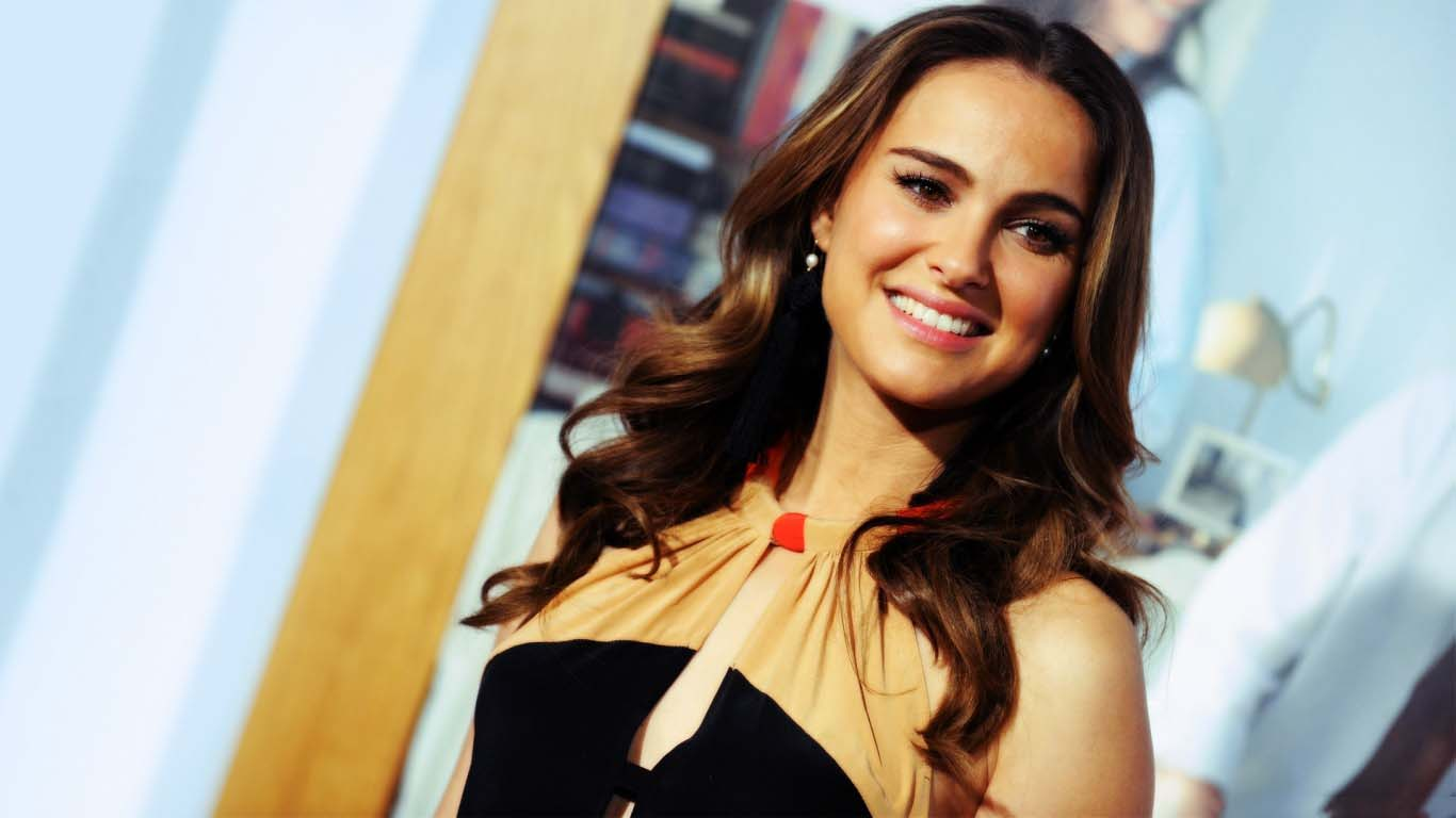 download latest photos natalie portman looking gorgeous wallpaper