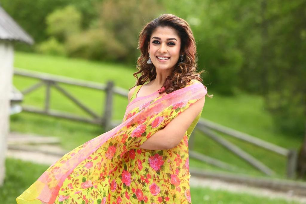 download cute nayanthara new hd wallpapers