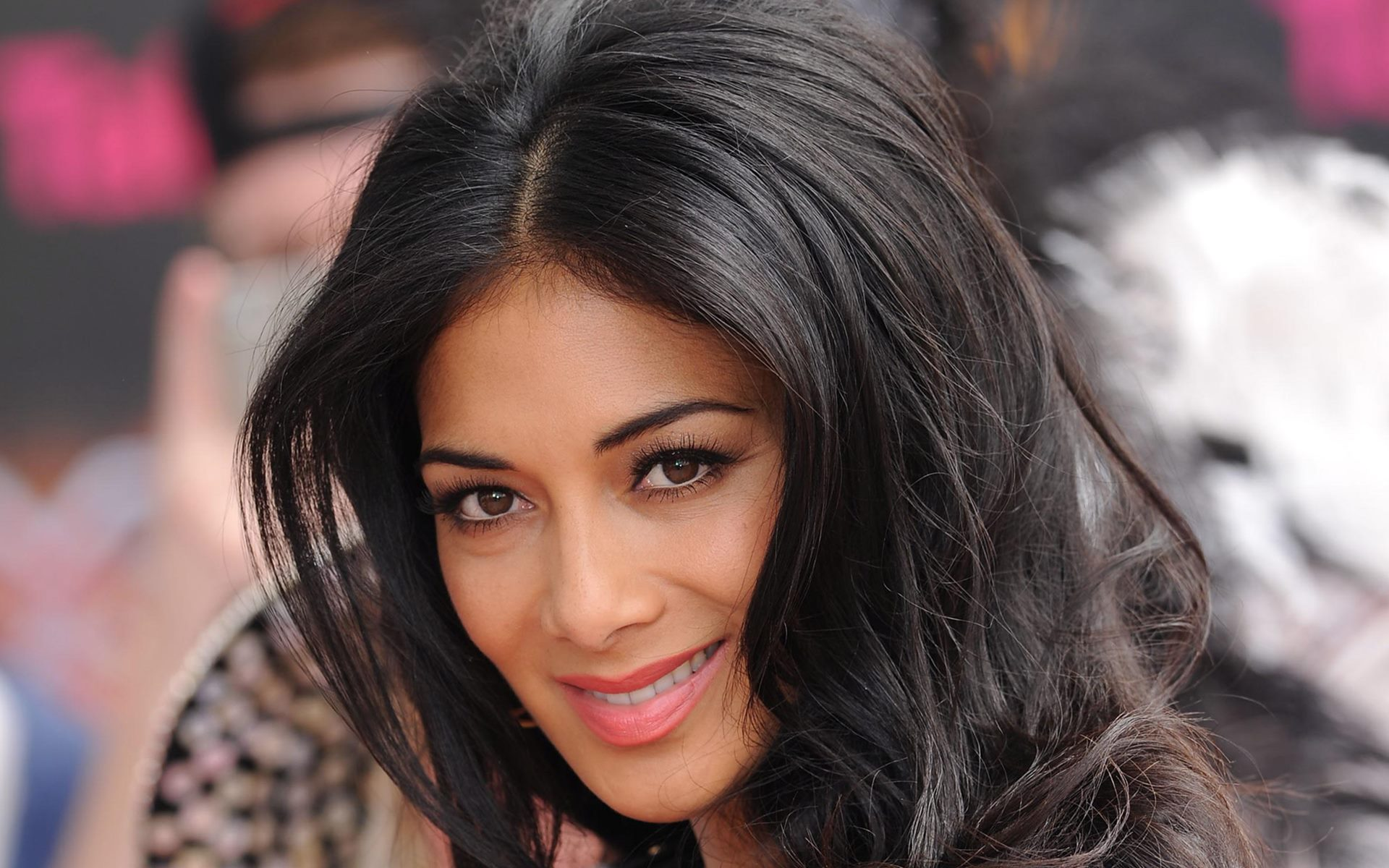 Free Charming Nicole Scherzinger Pics For Tablet