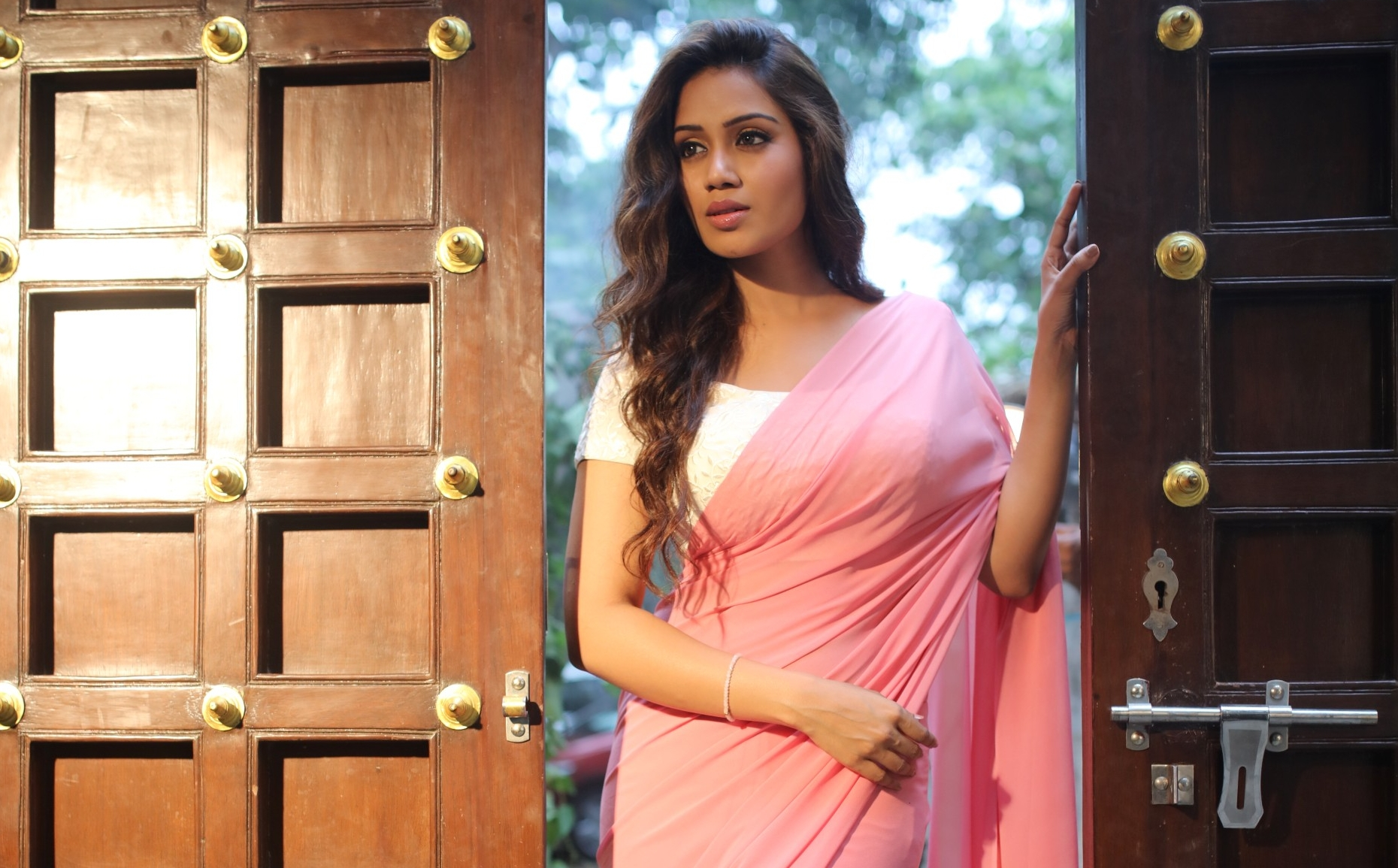 nivetha pethuraj photos stills mobile free wallpaper desktop background