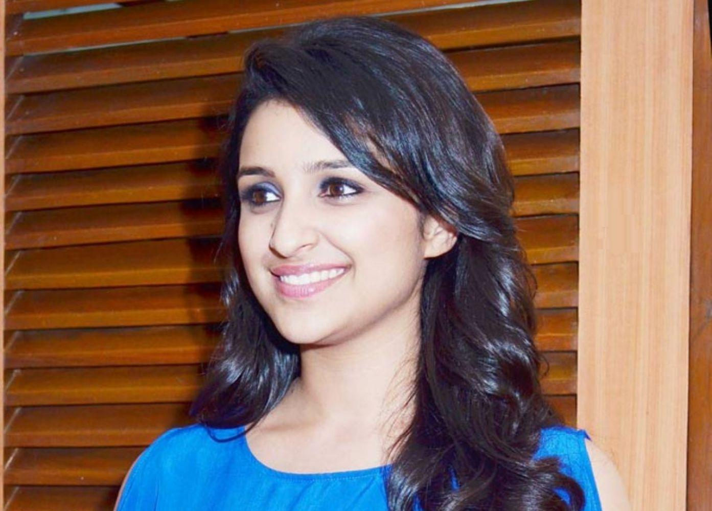 Amazing Parineeti Chopra Cute Look Mobile Hd Desktop Background Free Wallpaper