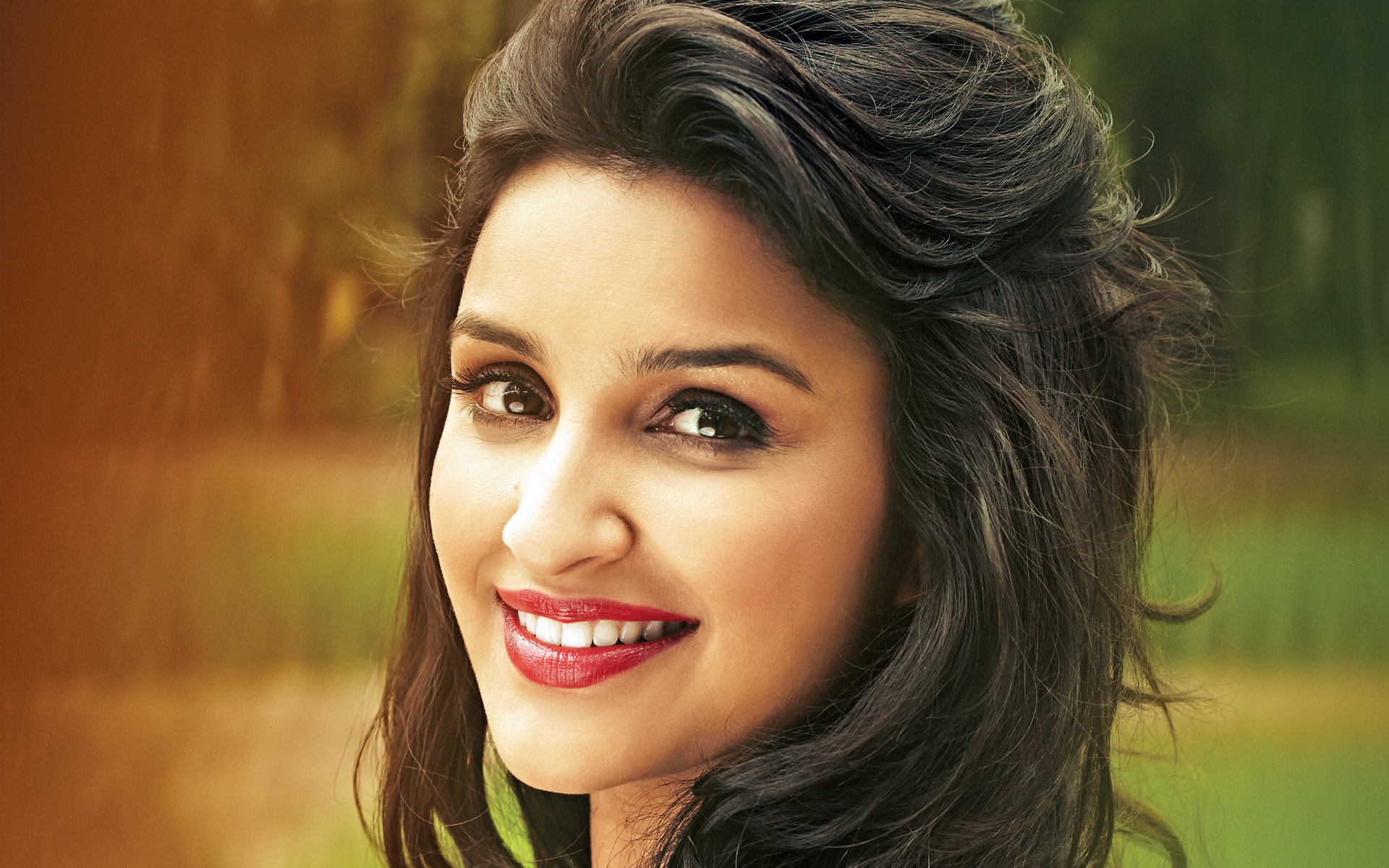 Beautiful Parineeti Chopra Smiling Look Mobile Desktop Free Background Hd Images