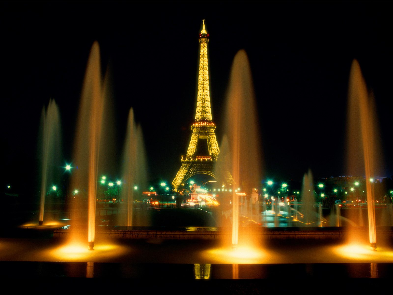 free download celebrations eiffel tower at night hd desktop